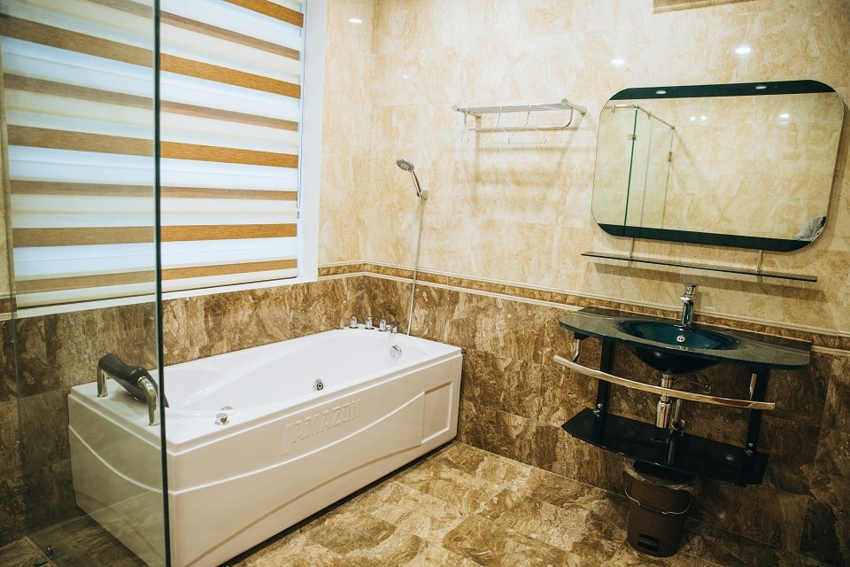 phòng tắm flc sầm sơn